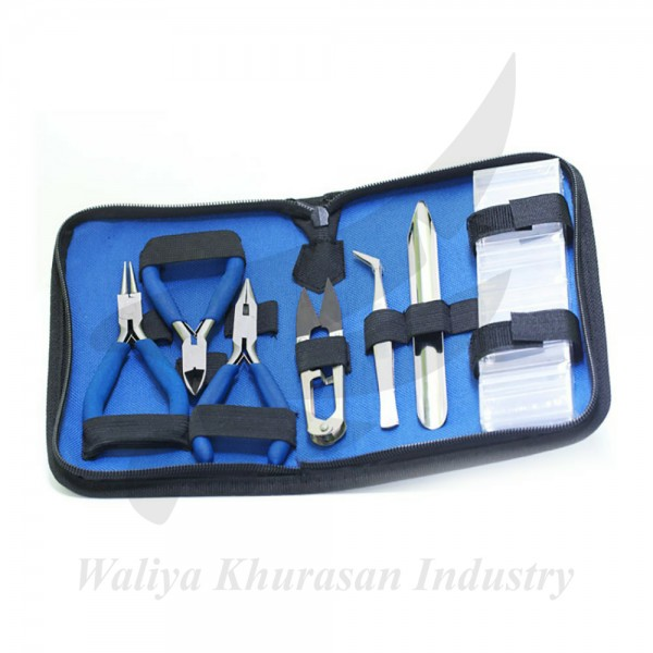 7-PIECE SET OF PLIERS AND ACCESSORIES IN A COMFORTABLE ZIPPERED BAG
